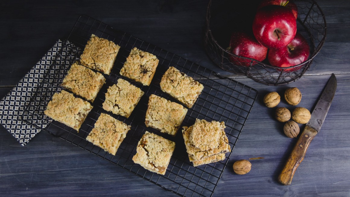 apple crumb bars (12.1)
