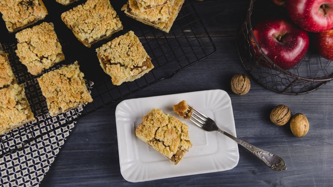 apple crumb bars (4.2.2)