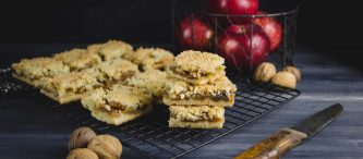 apple crumb bars (6.2)