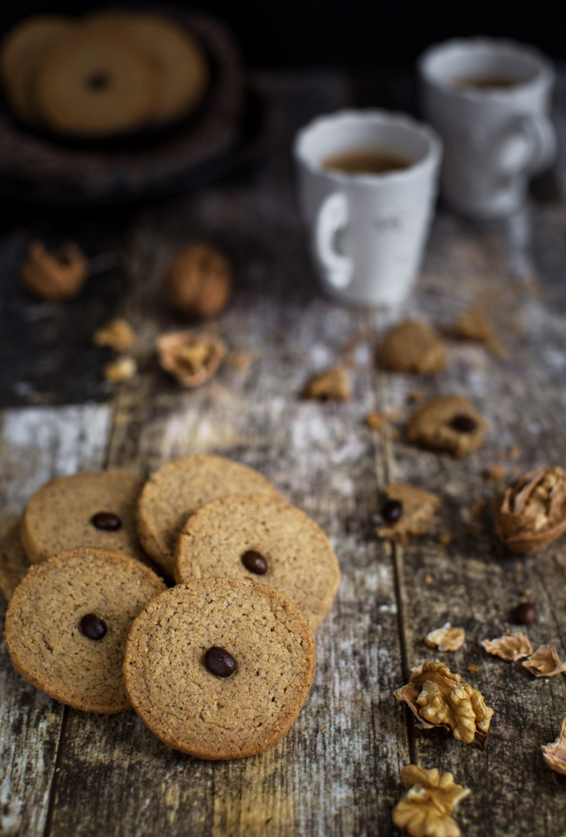 Fine shortrbread coookies with walnut and ground coffee, perfect to serve with a cup o espresso