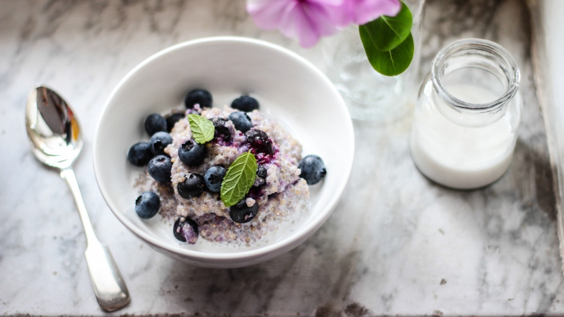 porridge di quinoa e mirtilli